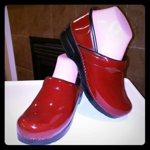 DANSKO DARK RED PATENT LEATHER SLIP ON CLOGS SHOES
